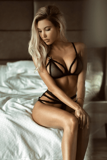Best female escort at your doorstep with a click